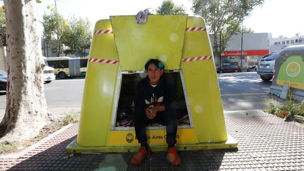 Alquilaba una pieza, pero se quedó sin trabajo y se tuvo que ir y encontró éste contenedor para vivir. Foto: LA NACION / Ricardo Pristupluk