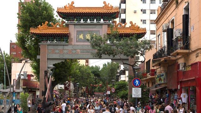El Barrio Chino, paso obligado para los turistas orientales