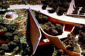 En la maqueta, un detalle del remate del Museo Histórico, un volumen prismático de 18 metros de alto y 200 metros de largo, que atraviesa la cima del monte de Yad Vashem