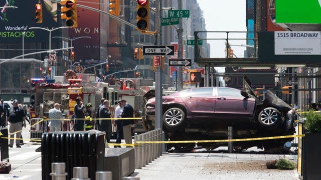 Un auto atropelló a varias personas en Times Square. Foto: AP / Mary Altaffer