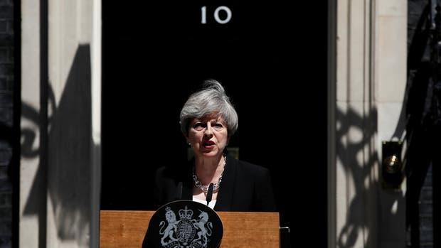 """Theresa May dijo que combatirá el terrorismo """"sea quien sea el responsable"""""""