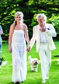 Rod Stewart y Penny Lancaster renovaron sus votos matrimoniales en una romántica ceremonia