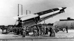 En 1944, Hitler dijo arrepentirse de haber calculado mal la importancia de usar cohetes para ganar la guerra.