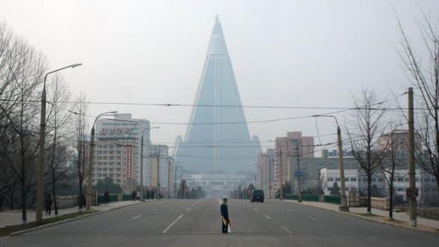 Aspiraba a convertirse en el hotel más alto del mundo y en un símbolo de éxito de Corea del Norte, pero 30 años más tarde, sigue abandonado