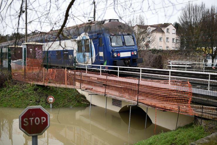 Las aguas del río Sena llegan a su máximo en París