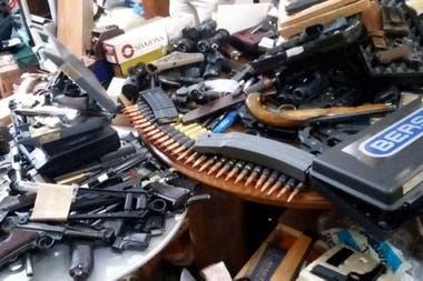 Parte de las armas de contrabando secuestradas