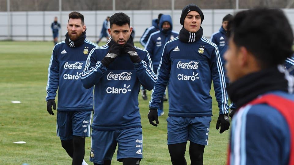 Lionel Messi, Sergio Aguero, Paulo Dybala en el primer entrnamiento en Moscu