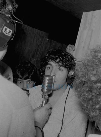 2-8-1981: entrevista radial en el vestuario tras un partido con Ferro.. Foto: LA NACION