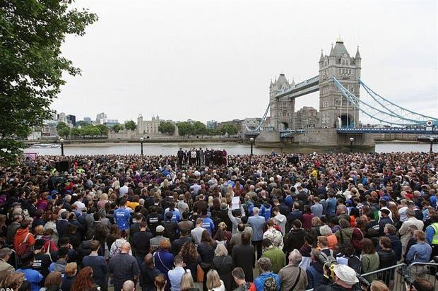 Los londinenses hicieron una vigilia ayer en Potters Fields Park