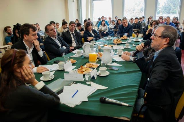Los invitados expresaron sus posiciones sobre la agenda que lleva adelante el poder ejecutivo sobre la reforma / Foto gentileza de la Carrera de Ciencia Política