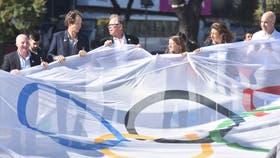 Los medallistas olímpicos junto a las autoridades, durante el acto de este jueves en el Obelisco porteño