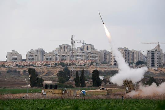 Los ataques israelíes se intensificaron el día domingo. Foto: Reuters