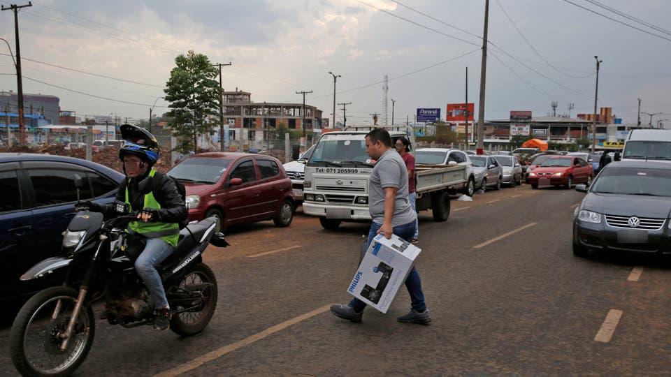 Muchos van en busca de electrodomésticos o productos electrónicos, como celulares ycomputadoras. Foto: LA NACION / Emiliano Lasalvia /Enviado especial
