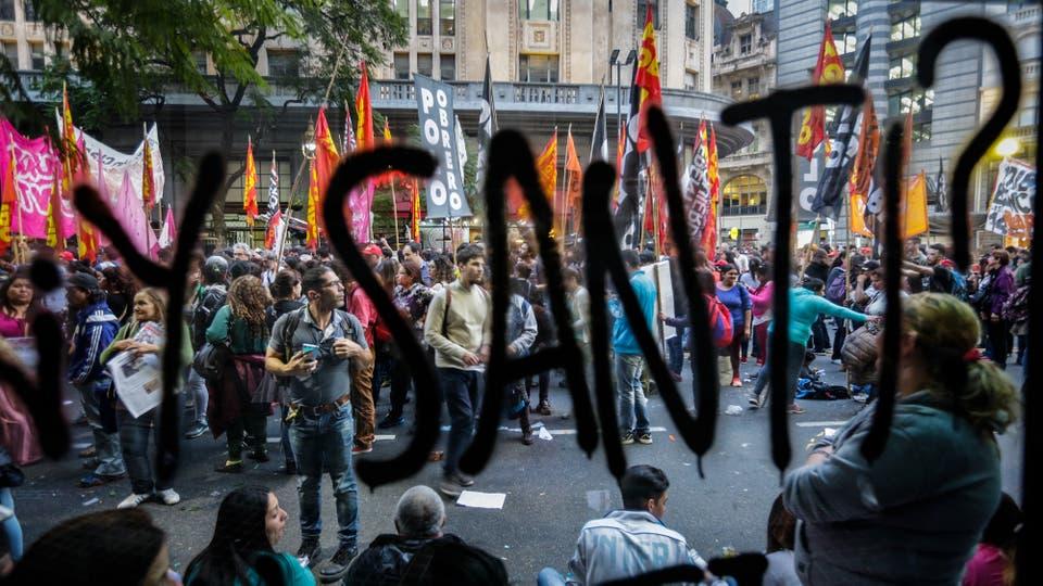 Miles de personas se concentraron en Plaza de Mayo por la aparición con vida de Santiago Maldonado. Foto: LA NACION / Hernán Zenteno