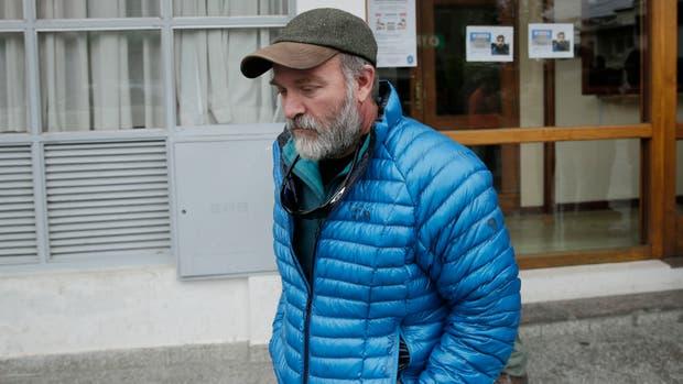 Sergio Maldonado, hermano de Santiago, sale de los tribunales de Esquel