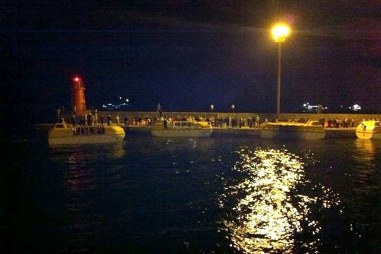 """Doce buques y nueve helicópteros buscaron """"verificar si no hay nadie en el mar""""."""