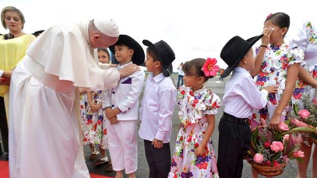 El Papa Francisco en Villavicencio reunido con victimas y victimarios del conflicto armado y encabezando una gran oración por la paz. Foto: Reuters / Osservatore Romand