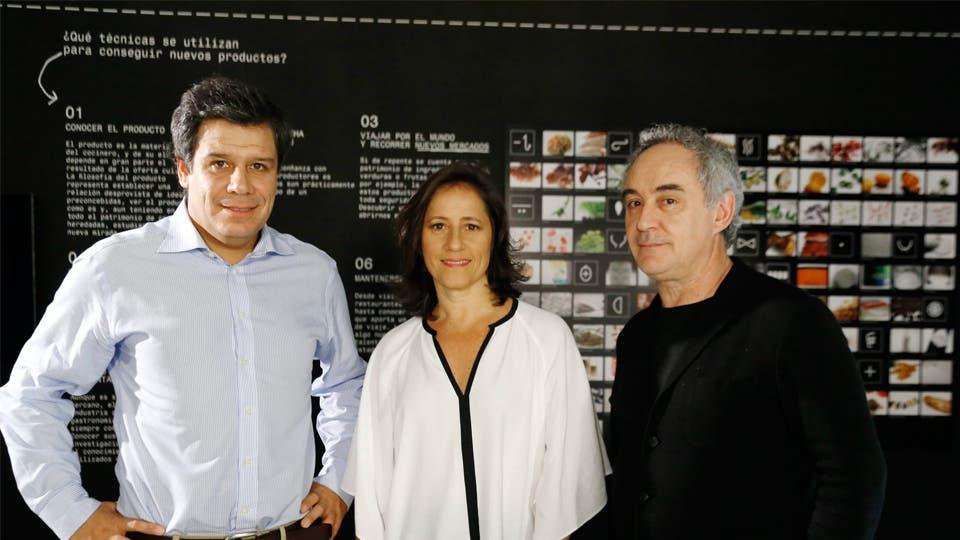 De izq a der: El neurocientífico Facundo Manes, la directora de Fundación Telefónica, Agustina Catone, y el chef y embajador de Telefónica, Ferran Adrià