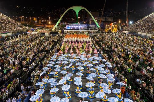 Las comparsas tienen 2500 participantes cada. Foto: AP