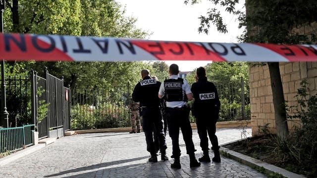 Dos de los seis soldados que sufrieron el ataque están heridos de gravedad, aunque la policía dice que ya están fuera de peligro