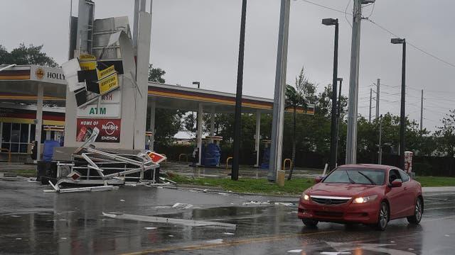 En Lauderdale un estación de servicio sufrió graves daños en su estructura