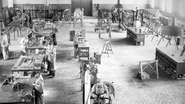 La Fabrica Argentina de Aviones en Córdoba. Taller armado de fuselaje - Córdoba, 1938. Foto: Archivo