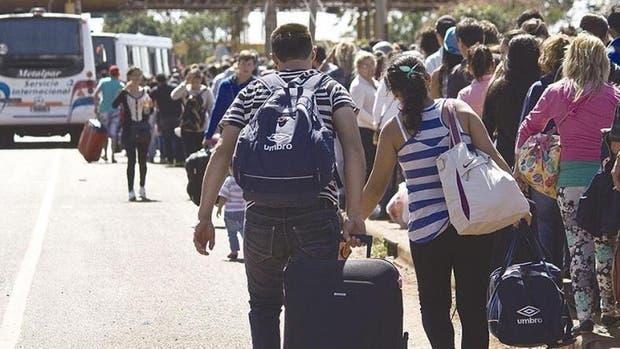 Cientos de miles de personas cruzaron de Misiones a Paraguay en busca de productos más baratos