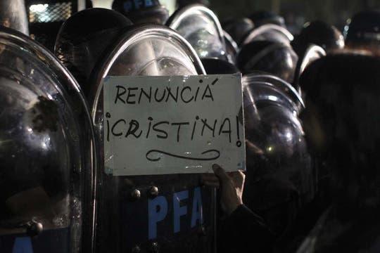 Gran cantidad de policías en Plaza de Mayo. Foto: EFE