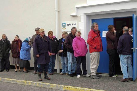 Más de mil electores están convocados para participar del referéndum. Foto: AP