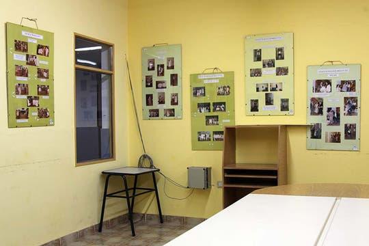 La ex aula de la tragedia está cubierta de fotos y carteles en homenaje a las víctimas. Foto: LA NACION / Matías Aimar