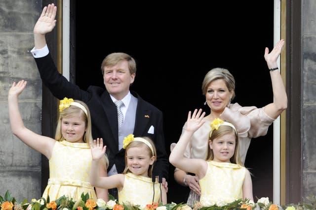 Por protocolo, las hijas de Máxima vistieron igual.