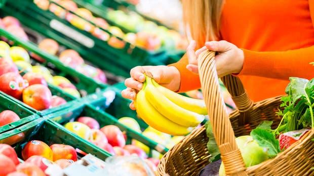 Canastos, bolsas de tela y changuitos llegan a reemplazar las de plástico que estarán prohibidas en supermercados