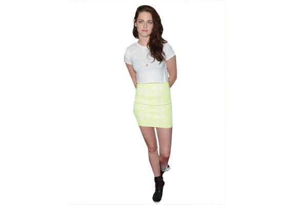 Kristen Stewart, con minifalda flúo.