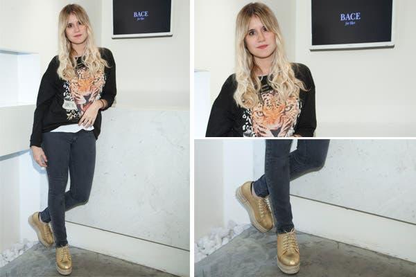 Mica Tinelli, siempre a la última moda, pasó por BACE, el centro de estetica y belleza con un pantalón chupín, un buzo con estampa de tigre y zapatos dorados. ¿Qué te parece?. Foto: Mass PR
