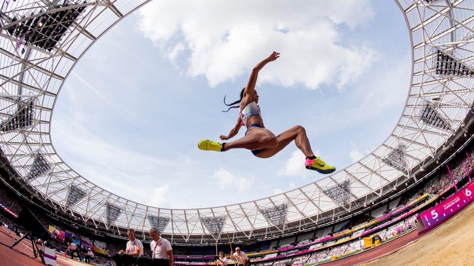Katarina Johnson-Thompson, de Reino Unido, en acción durante el heptatlón femenino el 06/08/2017 en los Mundiales de Atletismo enLondres. Foto: Reuters