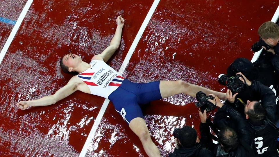 400 metros de obstáculos para los hombres Karsten Warholm de Noruega reacciona tras ganar la final. Foto: Reuters
