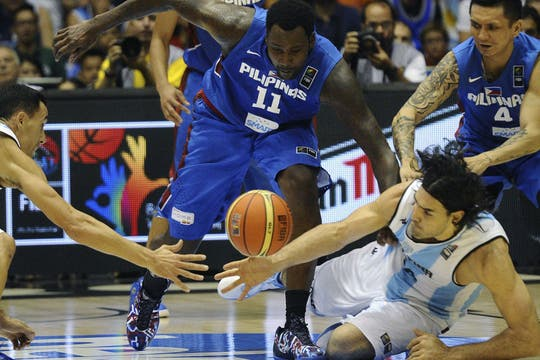 Argentina le ganó por 85-81 a Filipinas y sumó su segundo triunfo. Foto: EFE