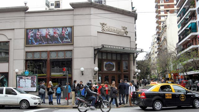 El tradicional Café de los Angelitos fue escenario de uno de los principales allanamientos