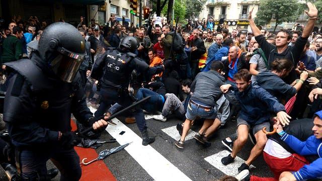 Cataluña: la tensión de las calles se mete en las aulas y provoca roces entre padres y maestros