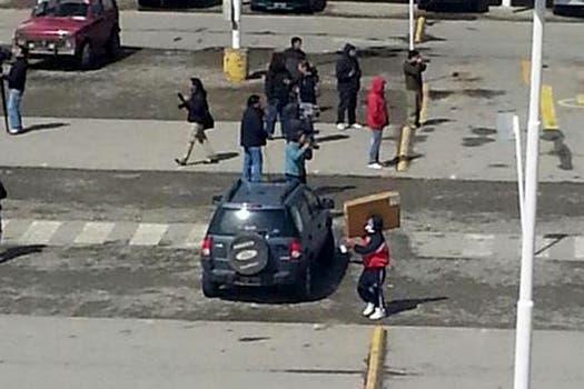 Las primeras imágenes de los saqueos en el supermercado Chango Más de Bariloche. Foto: Imagen tv / TN