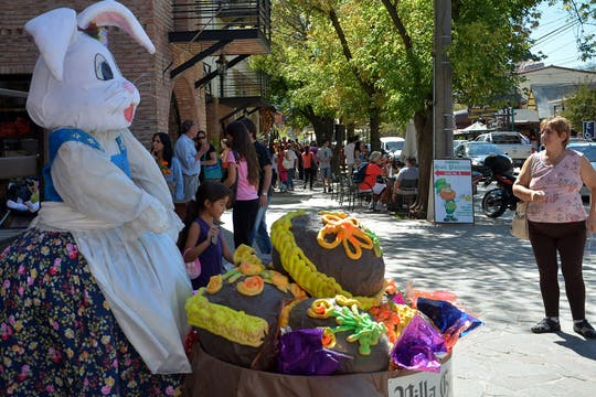 Villa General Belgrano también vivió la fiesta del chocolate en Semana Santa. Foto: LA NACION / Irma Montiel