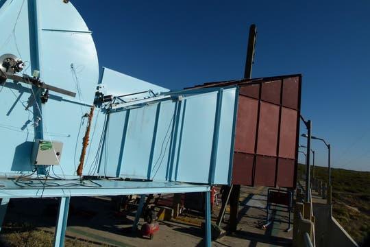 El generador eólico sigue en construcción.