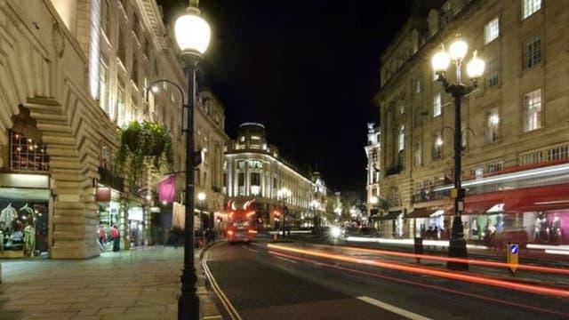 En Londres, las rutas de las paradas de metro pueden estar más iluminadas para ayudar a guiar a la gente a llegar a su casa