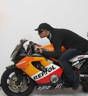 David Morales Colón es velado sobre su moto de 14.000 dólares
