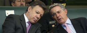 Santos y Uribe, en una de las últimas veces que compartieron un acto público, poco después del cambio de mando, en 2010