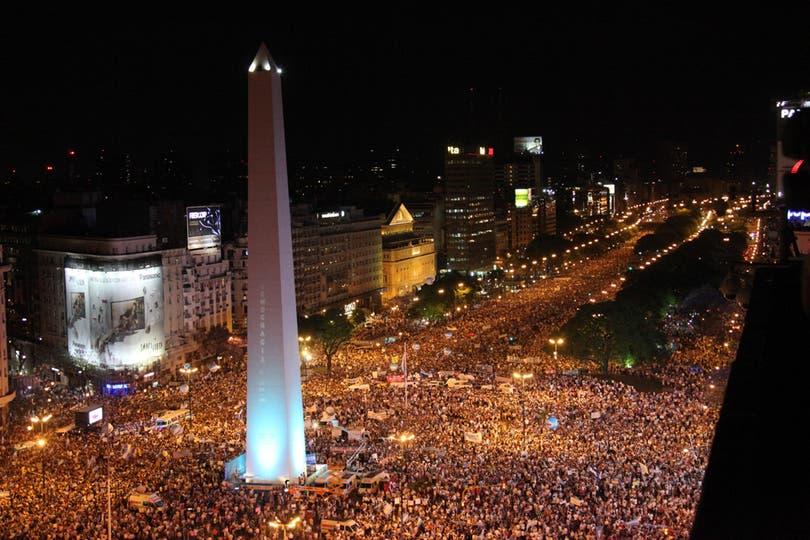 VIsta del Obelisco durante el cacerolazo del 8 de noviembre. Foto: LA NACION / Guadalupe Aizaga