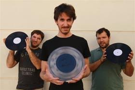 José Dagostino, Gastón Cutica y Hernán Literas, los tres amigos que fundaron Hallo Discos, el sello que permite que nuevamente se fabriquen discos de vinilo en la Argentina