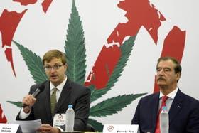 Shively (izquierda) y Fox, en un foro por la legalización de la marihuana