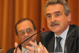 El ministro Agustín Rossi, ayer, al presentar su mapamundi