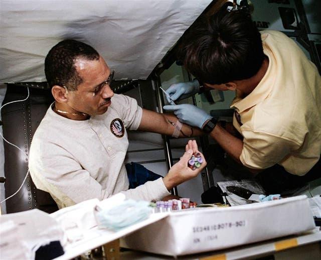 El jefe de la NASA, durante unos exámenes en el espacio, hace más dos décadas